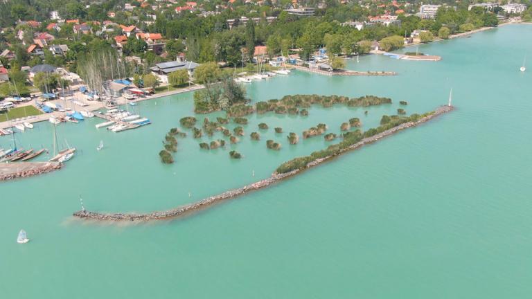 Ezeken a Balaton-parti ingatlanokon adna túl az állam