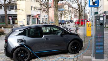 Kötelező lesz az elektromos töltőállomás a német benzinkutakon