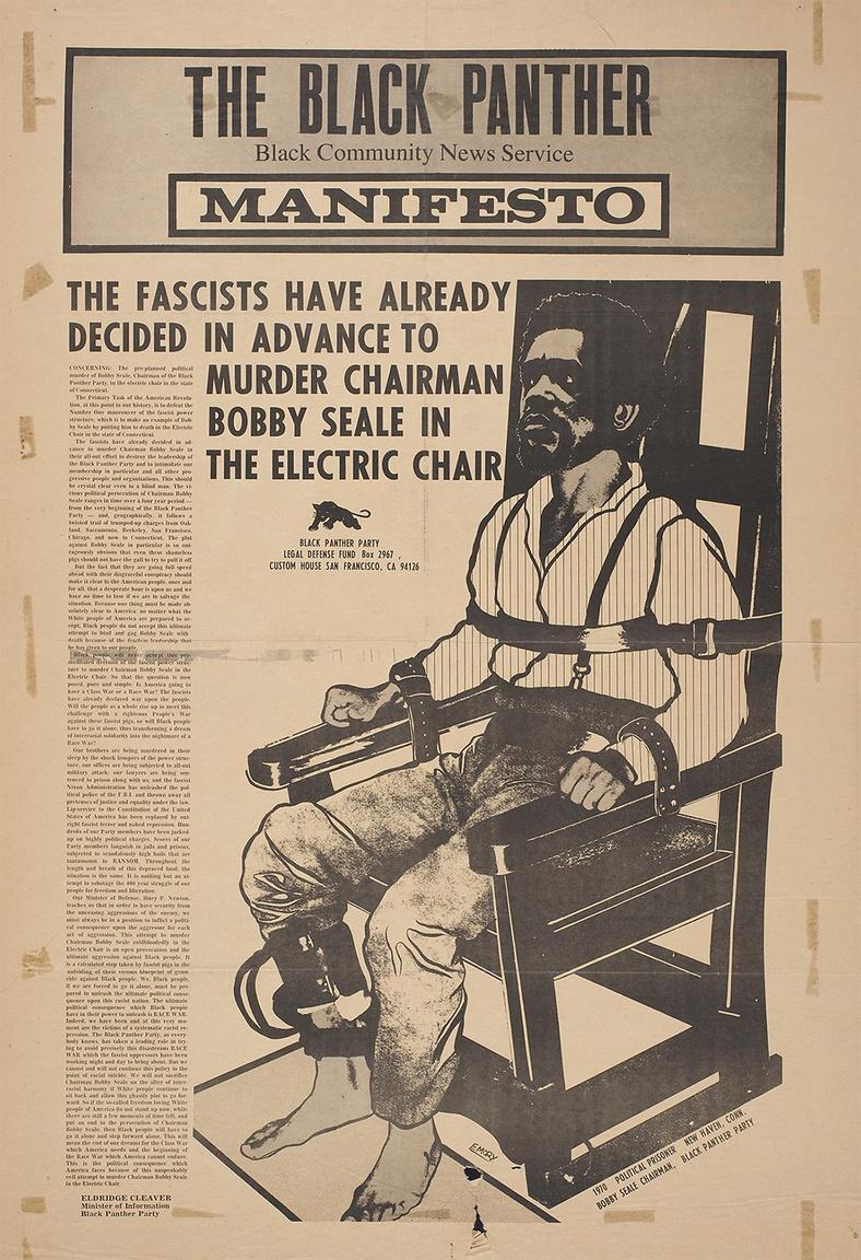 """A Fekete Párducok Kiáltványa (Emory Douglas, 1970) – plakát a Fekete Közösségi Hírszolgálat újságjának címlapjából, amin a négy év börtönre ítélt, később újra bíróság elé állított Bobby Seale, Fekete Párducok társalapító látható: """"A fasiszták már előre eldöntötték, hogy villamosszékben kivégzik Bobby Seale elnököt""""."""