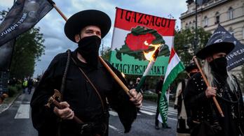 Trianon-felvonulást szerveztek a 64 vármegyések