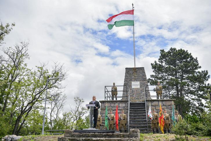 Orbán Viktor miniszterelnök beszédet mond a Centenáriumi Turulszobor avatásán, a Trianoni békediktátum 100. évfordulója alkalmából tartott megemlékezésen 2020. június 6-án.