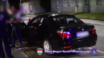 Illegálisan feltuningolt BMW-vel, bedrogozva csapatták Békéscsabán