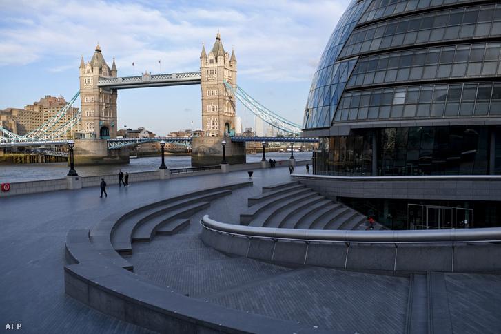 A londoni Tower Bridge környéke is turisták elől elzárt terület lett a járvány kitörésekor.
