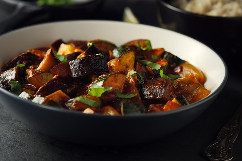 Fenséges zöldségcurry barna rizzsel: húsmentes, mégis laktató