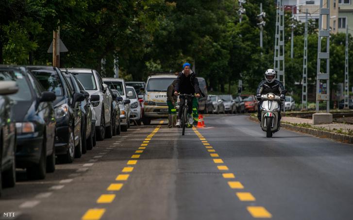 A XI. kerületi Villányi úton kialakított kerékpársáv