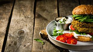Cukkinis-fokhagymás fasírt zabpehellyel – hamburgerben is tökéletesek