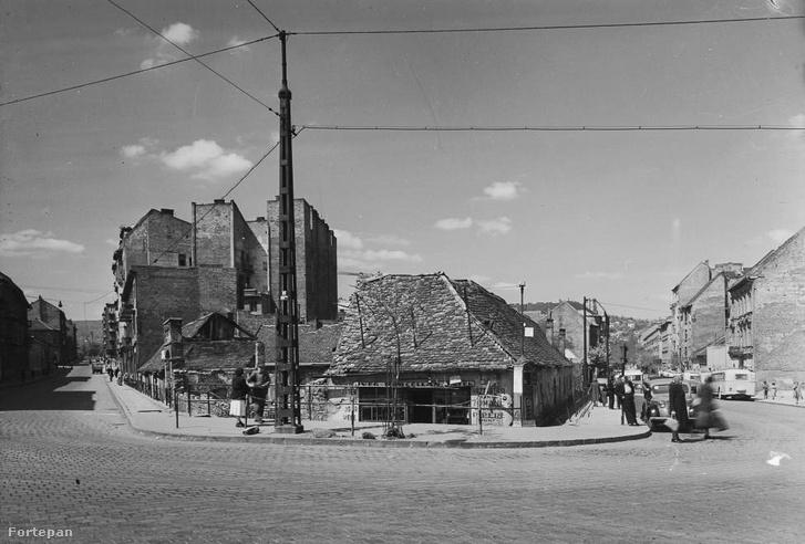 Széna tér (Mammut I helye) az ötvenes években. Jobbra a Lövőház utca, amelynek jobb oldalán a majdani Afit-szerviz