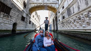 Első járványmentes nap Venetóban: megteltek a jesolói strandok