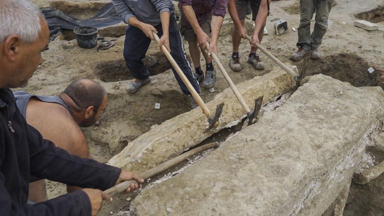 A szemünk láttára ástak ki egy római halottat a Bécsi úton