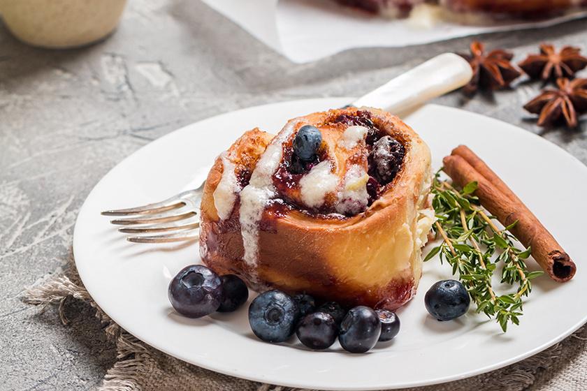 Kelt tésztából készült isteni finom áfonyás csiga – A gyümölcs mellett citromsodó teszi gazdagabbá a tésztát