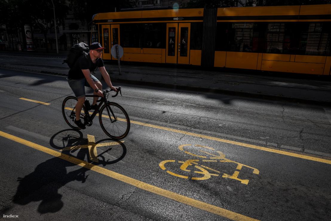 Ideiglenes kerékpársáv a Nagykörúton
