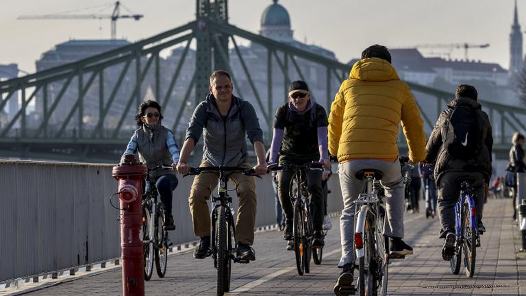 Kösz, járvány: hiánycikk lett a bicikli