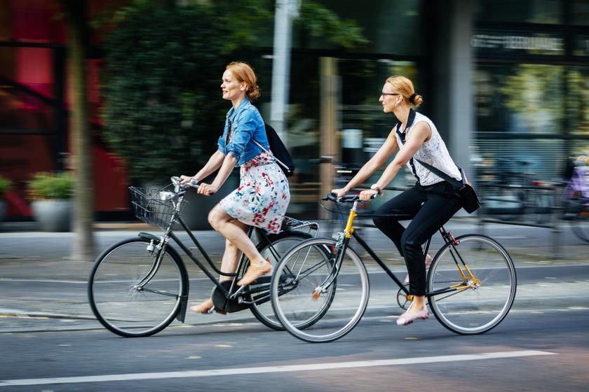 kerékpárosok város