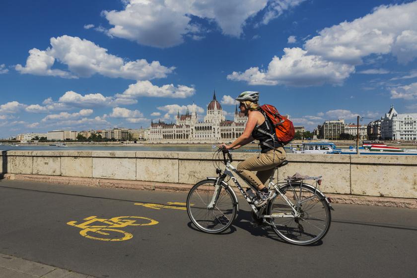 kerékpáros parlament előtt
