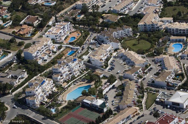 Légi felvétel az üdülőhelyről Praia da Luzban