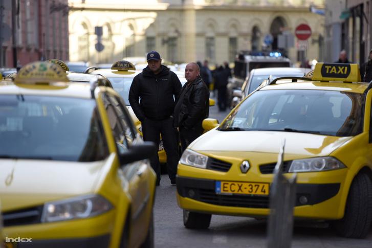 Taxis demonstráció és blokád az Uber ellen, 2016 januárjában.