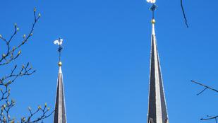 Miért van kakas egyes templomok tetején?