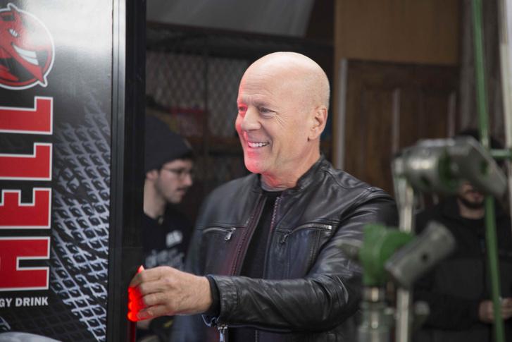 A Hell Energy 2020 februárjában bejelentette, hogy folytatja a korábbi együttműködését Bruce Willis-szel, aki újabb két évig lesz a Hell globális reklámkampányának arca.