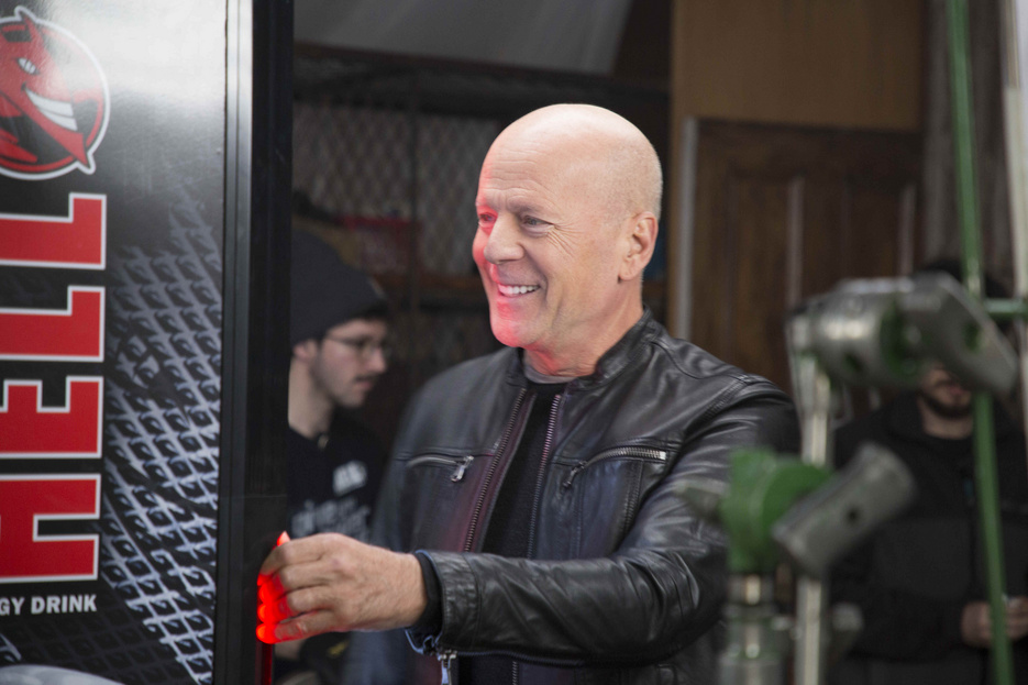 Bruce Willist kéri két LMP-s, hogy ellenezze a Hell cégcsoport tatai luxusszállodájának tervét