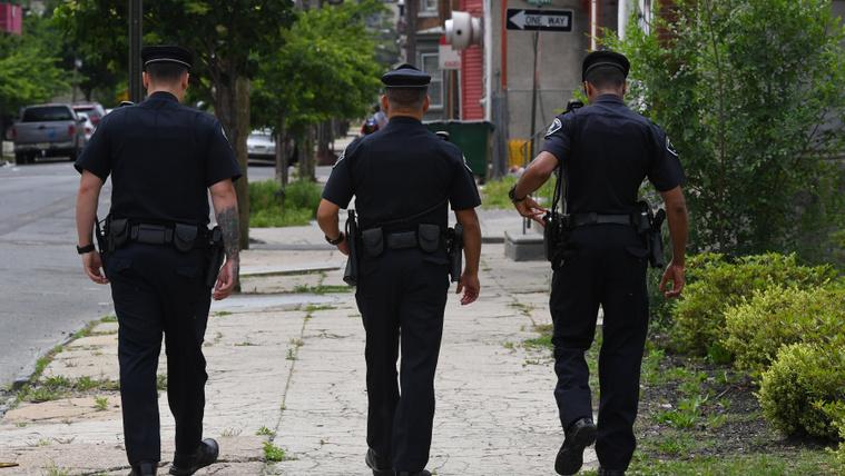 Rendőrök járőröznek 2017 májusában a New Jersey-ben található Camden utcáin