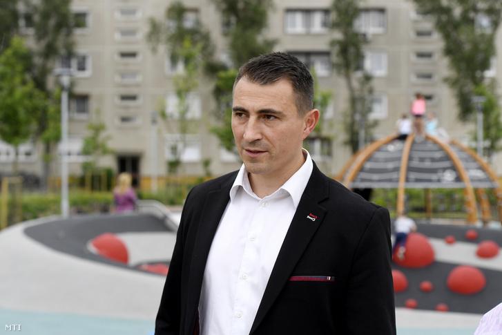 Borbély Lénárd (Fidesz-KDNP) polgármester Csepel új szabadidőparkjának átadásán 2020. május 19-én.