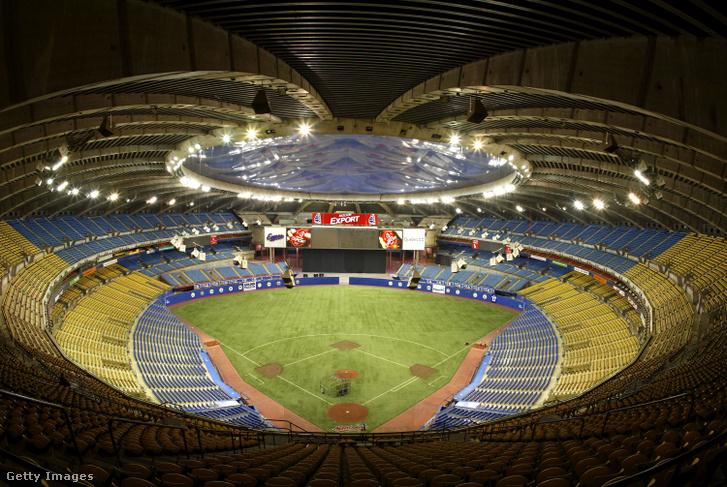 Az Atlanta Braves és a Montreal Expos közötti meccs 2004. május 24-én a montreali Olimpiai Stadionban.