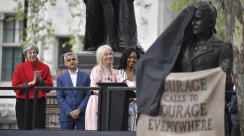 Londonban is eltávolították egy rabszolgatartó szobrát