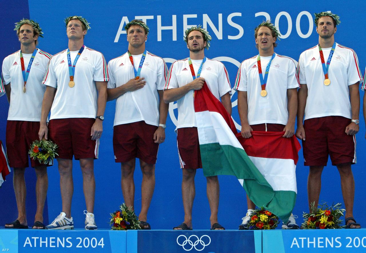 2004-ben Athénban Kiss Gergely és Fodor Rajmund között a dobogó tetején. A görög hagyományoknak megfelelően olajfa ágából kaptak koszorút. Ez volt az utolsó arany, amit az olimpián kiosztottak, utána a magyar szurkolók a szökőkútban ünnepeltek.