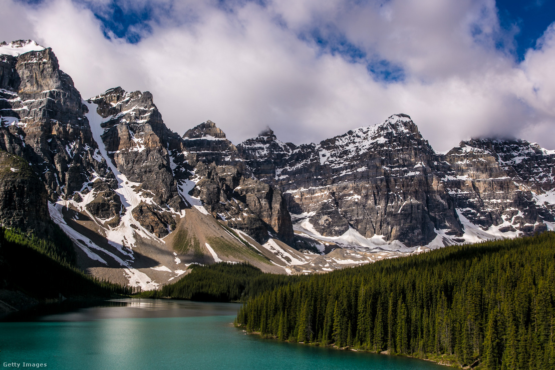 A Moraine-tó és a Tíz Csúcs Völgye a Banff Nemzeti Parkban, a kanadai Albertában