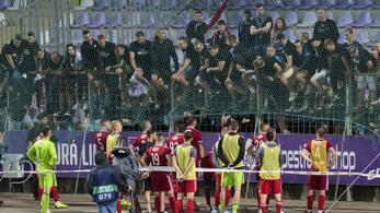 Az Újpest és a Debrecen is büntetést kapott