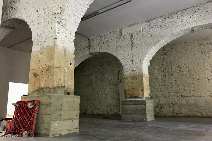 A tervezett hajléktalanszálló a Városháza alagsorában