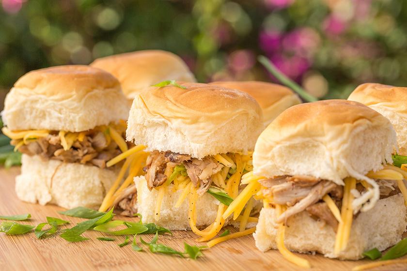 A tépett csirkemellből szaftos, ízletes szendvicset lehet készíteni.