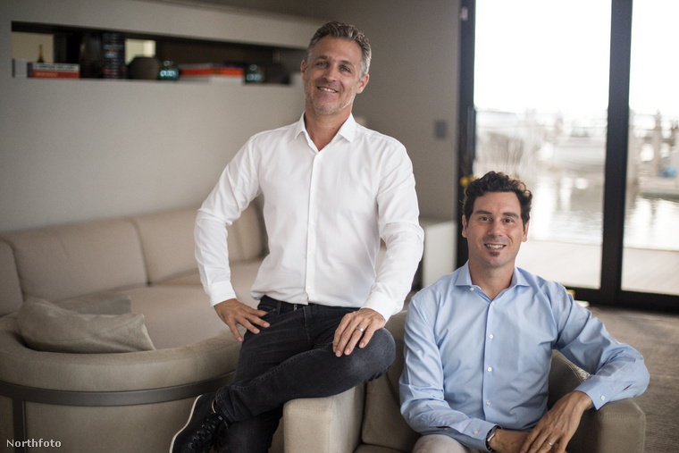 A holland Ahmaud Luguet és a francia Nicolas Derouin annak a 2016-ban alapított cégnek, az Arkupnak az alapítói, mely (elmondásuk szerint) avant-garde életérzést biztosító, vízen lebegő otthonokat tervez