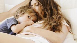 Alicia Silverstone együtt fürdik 9 éves fiával