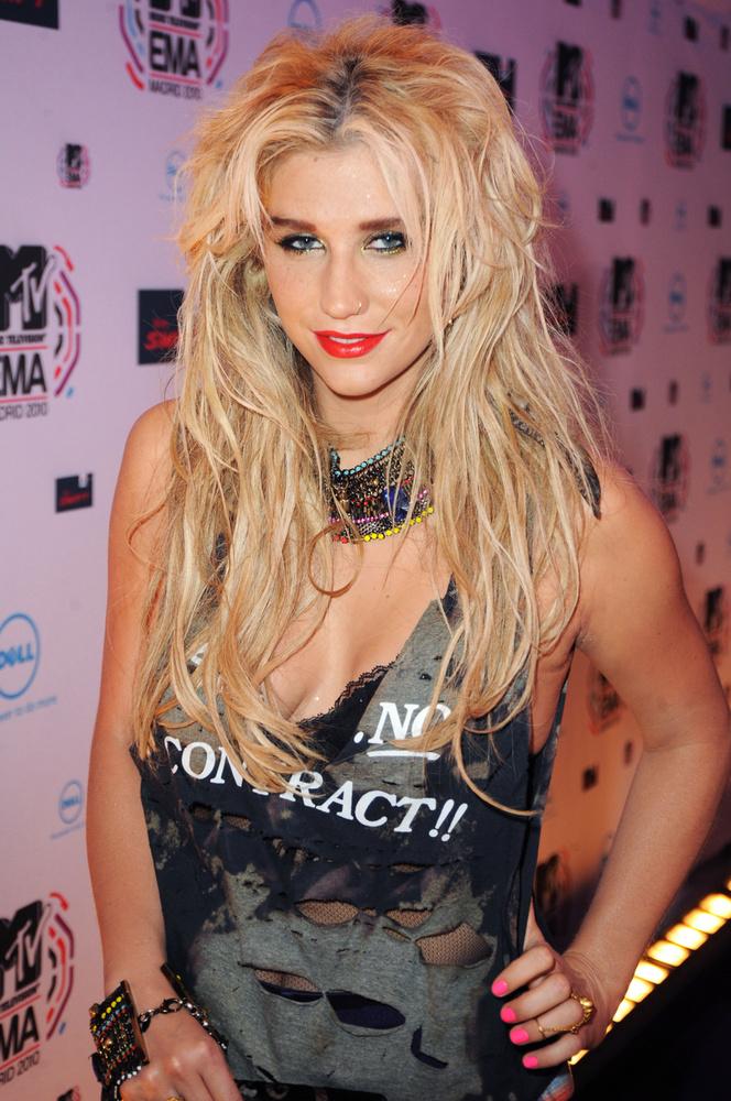 Listánk utolsó szereplője Kesha, aki Lady Gagával kábé egyszerre robbant be a köztudatba, 2010 nyarán a Your Love is My Drug c