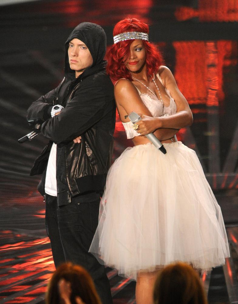 Eminem két számával is súrolta a slágerlisták csúcsát