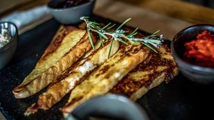 Vacsorára is tökéletes: tejszínes bundás kenyér sütőben hideg prosciuttofalatokkal