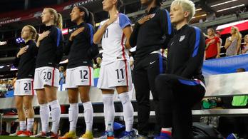 Már nem büntetik a himnusz alatt térdelő amerikai futballistákat