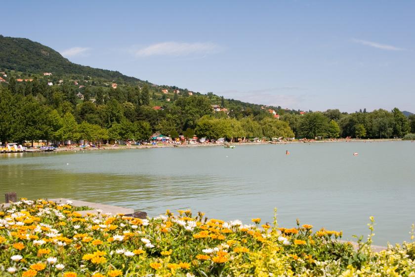 Mégsem kell aggódni a Balatonban kimutatott gyógyszermaradványok miatt - Nem befolyásolják a fürdőzést