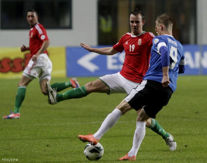 A magyar Koltai Tamás és az észt Tarmo Kink (j) harcol a labdáért a 2014-es brazíliai labdarúgó-világbajnokság európai selejtezőinek D csoportjában játszott Észtország-Magyarország mérkőzésen Tallinnban 2012. október 12-én. Magyarország 1-0-ra győzött.