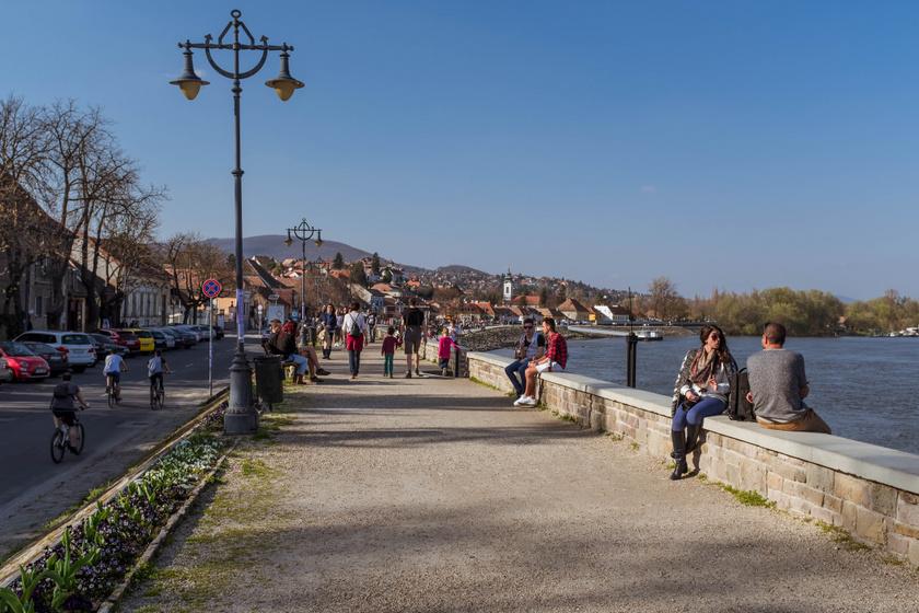 Egyértelműen a legnépszerűbb Budapest környéki kerékpárutak egyike a Szentendréig tartó útvonal, amely szinte végig a Duna partját követi, így a Római-parton és a Lupa-tó mellett is elhalad, amelyeknél akár pihenőt is tarthattok. A végállomás pedig nyüzsgő korzóval vár.