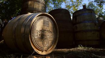 Egy év alatt lett whiskymágnás az első amerikai elnökből