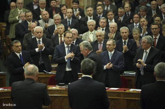 Schmitt Pál a parlamentben, miután bejelentette lemondását
