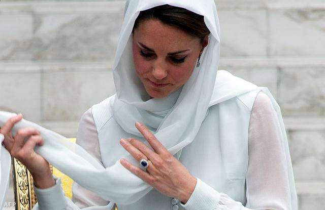 Kate Middleton a hercegi pár keleti körútjának malajziai állomásán