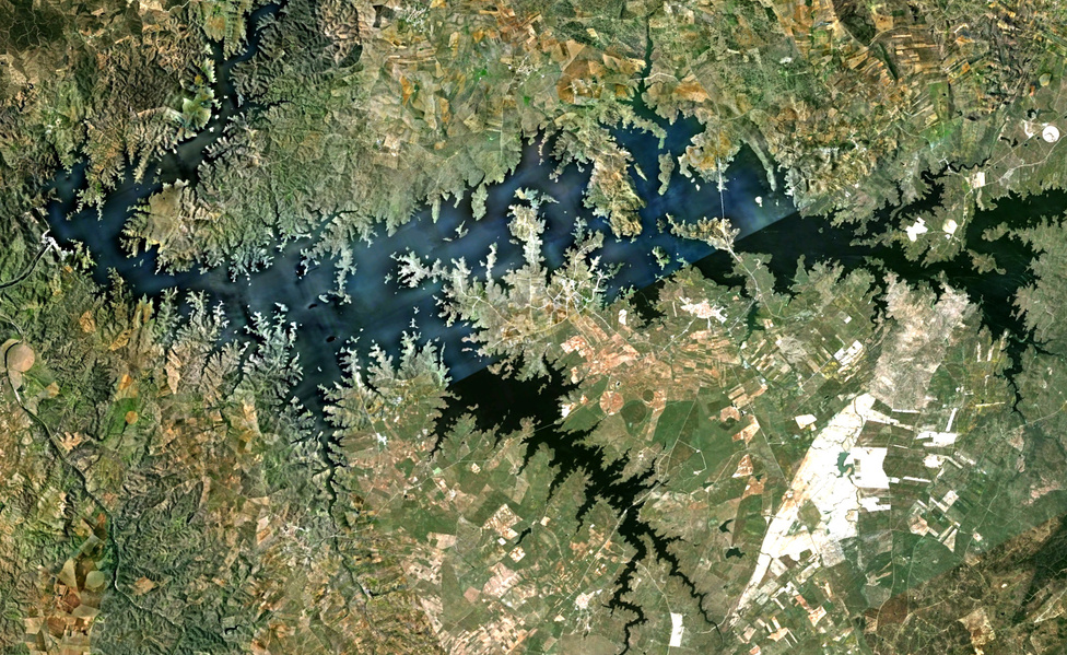 A Google Earth alkalmazáson kereste szállodáját Paul Bourke ausztrál matematikus amikor az első, műholdképen jól látszó fraktálra bukkant 2010-ben.