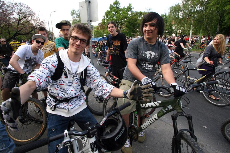 Városi bringások lettek a fiatal srácok...