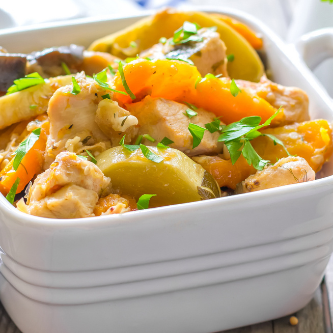 Könnyed, szaftos csirkeragu – Friss sárgarépa és újkrumpli gazdagítja