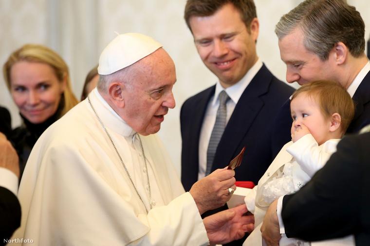 A fejedelmi család legifjabb generációja nem sok médiafigyelmet kapott, de azt azért megörökítették, amikor néhány évvel ezelőtt az egész család meglátogatta Ferenc pápát a Vatikánban