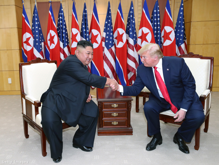Donald Trump és Kim Dzsongun 2019. június 30-án