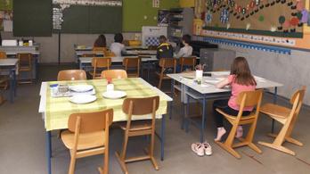 Csak néhány gyerek jár be, mióta kinyitottak az iskolák